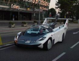 آزمایشهای نهایی خودروی پرندهٔ AirCar